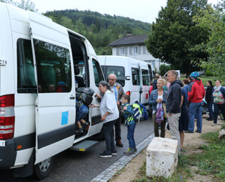 Erste Schulbusfahrten