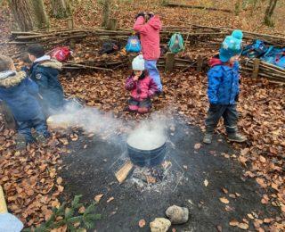 """""""Wir lernen"""" – im Wald"""